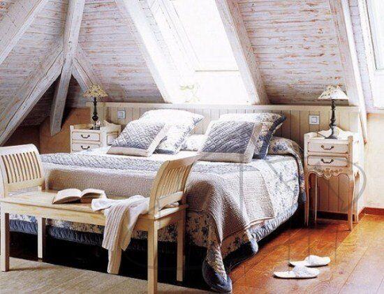 camera-da-letto-mansardata-in-legno